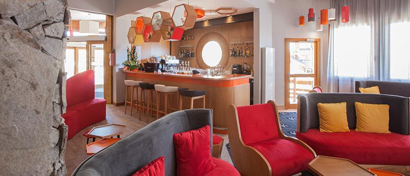 France_Alpe-dHuez_Hotel_le_royal_ours_blanc_bar.jpg